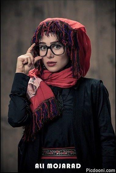 عکس جدید الناز حبیبی با عینک و لباس جالب