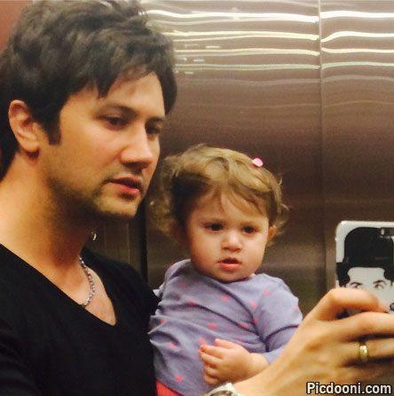 عکس سلفی شاهرخ استخری و دخترش در آسانسور