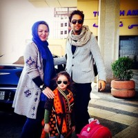 عکس بنیامین بهادری در کنار دختر و مادر زنش
