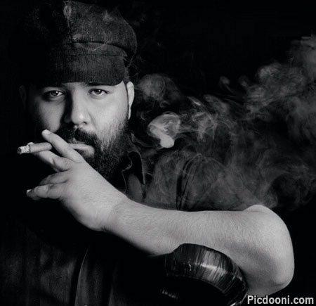عکس رضا صادقی با سیگار