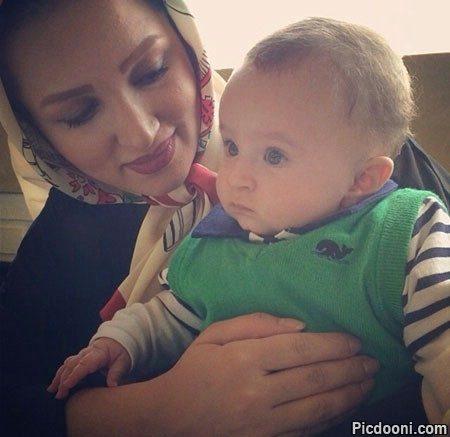 عکس روناک یونسی و پسرش
