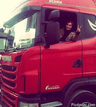 عکس سحر قریشی با کامیون