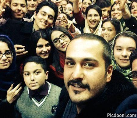 عکس سلفی میلاد کی مرام با هوادارانش