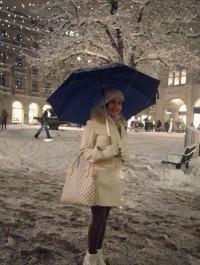 عکس الناز شاکردوست در برف لندن
