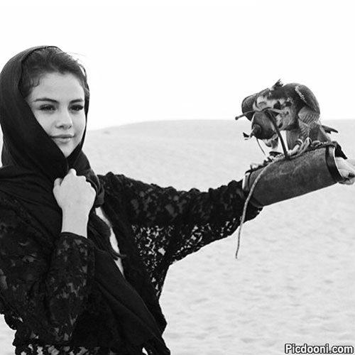 عکس سلنا گومز با حجاب