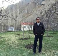 عکس فریدون آسرایی در باغش