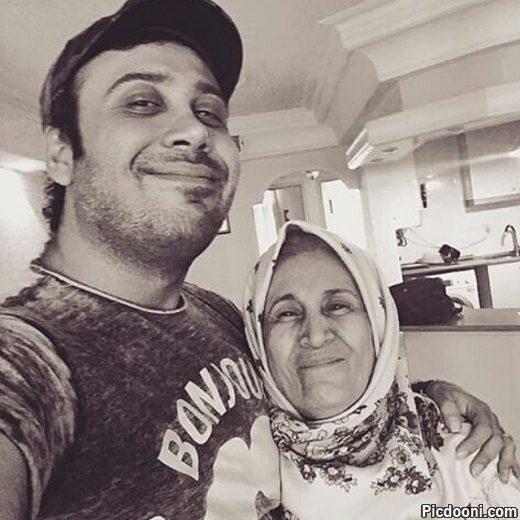 عکس سلفی محسن چاوشی با مادرش
