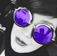 عکس سلفی مریم معصومی با عینک بنفش