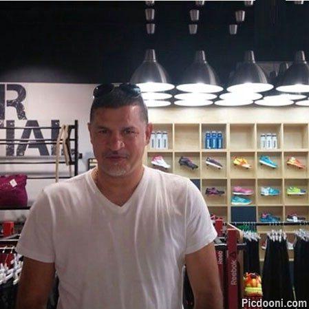 عکس علی دایی در فروشگاه