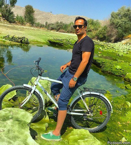 عکس احمد مهرانفر با دوچرخه