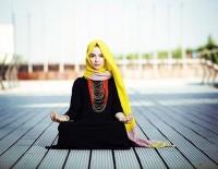 عکس الناز حبیبی در حال دعا