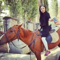 عکس حدیث مدنی با اسب