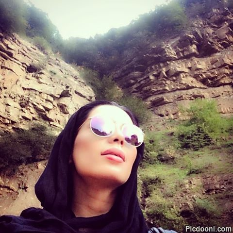 عکس سلفی هانیه بیاتی در طبیعت