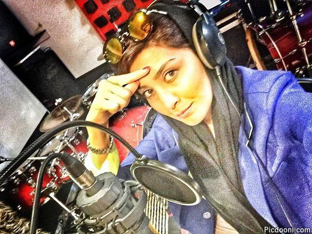 عکس مریم معصومی در استودیو