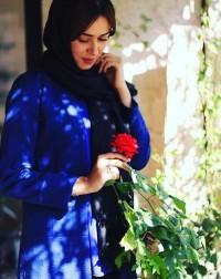 عکس پریناز ایزدیار با گل