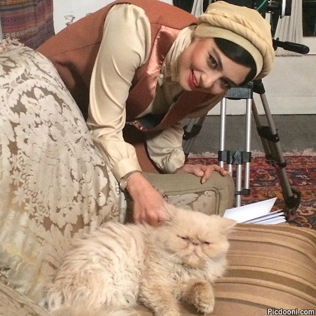 عکس یکتا ناصر با گربه
