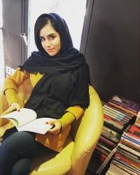 عکس هانیه غلامی در شهر کتاب