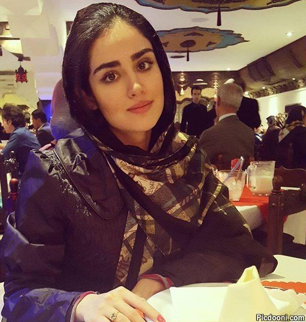 عکس هانیه غلامی در رستوران