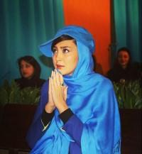 عکس مریم معصومی استقلالی با لباس آبی