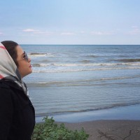 عکس مهراوه شریفی نیا در کنار دریا