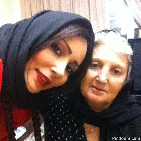 عکس پرستو صالحی با مادرش