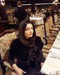 عکس ساره بیات در رستوران