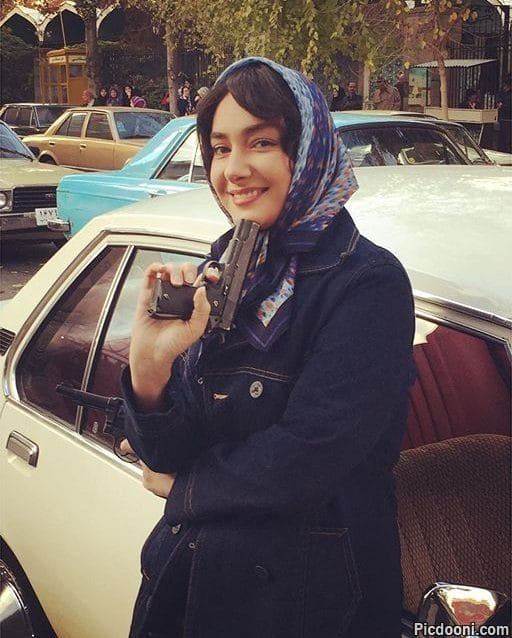 عکس هانیه توسلی با اسلحه