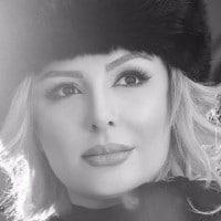 عکس سیاه و سفید نیوشا ضیغمی با کلاه