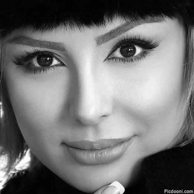 عکس پرتره سیاه و سفید از نیوشا ضیغمی
