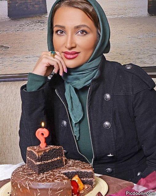 عکس روناک یونسی با کیک تولدش