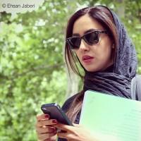 عکس بهاره کیان افشار با موبایل