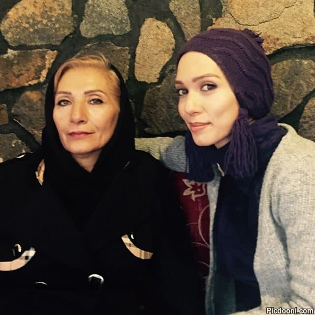 عکس شهرزاد کمال زاده با مادرش