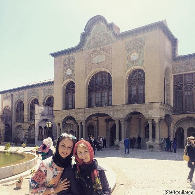 عکس شبنم قلی خانی با مادرش