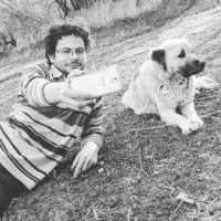 سلفی رضا بهشتی آتشگاه با سگ