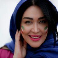 سارا منجزی با پرچم ایران