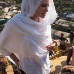 آنجلینا جولی با حجاب در بین پناهندگان روهینگیا